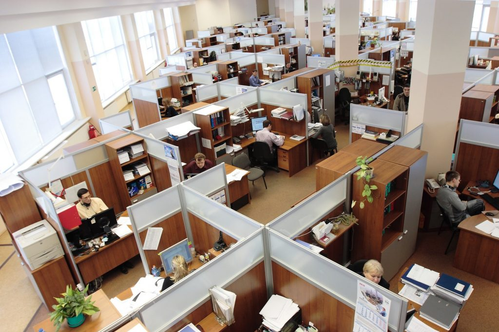 controlar al personal de una empresa
